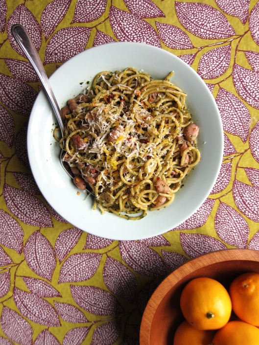 Spaghetti with garlic, dried chillis and romano beans