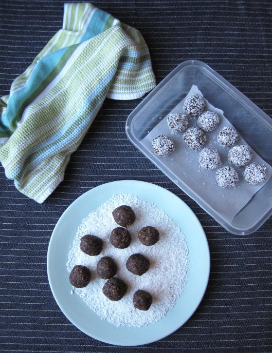 Date-Coconut Energy Bites
